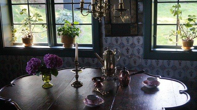 historický stůl