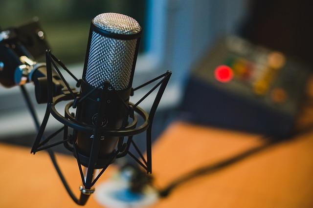 stojánek s mikrofonem