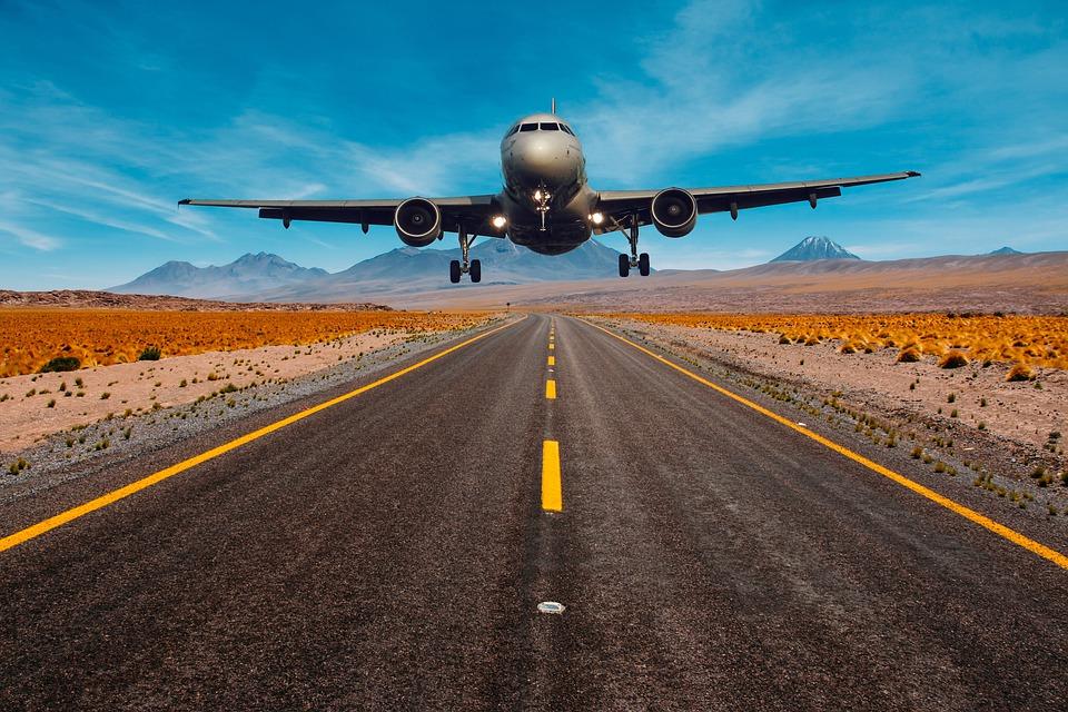 letadlo nad cestou